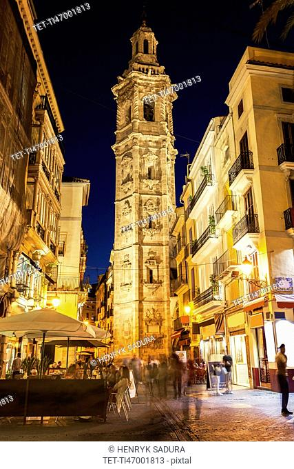 Spain, Valencian Community, Valencia, Tower of Santa Catalina, Pedestrians on narrow street in old town at night
