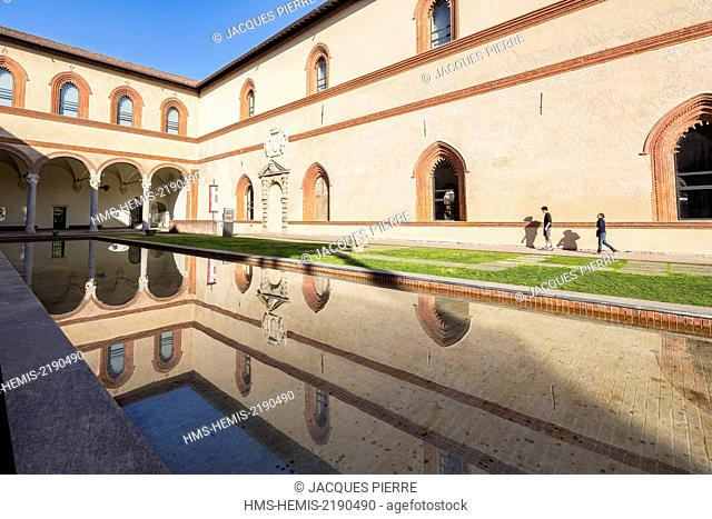 Italy, Lombardy, Milan, the Castello Sforzesco, pond of the castle built in the XVth century by the duke of Milan Francesco Sforza