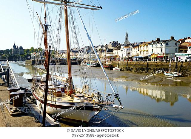 Harbour port town of Pornic, Brittany, France. Looking at town centre with Chateau de Pornic restored mediaeval castle on left