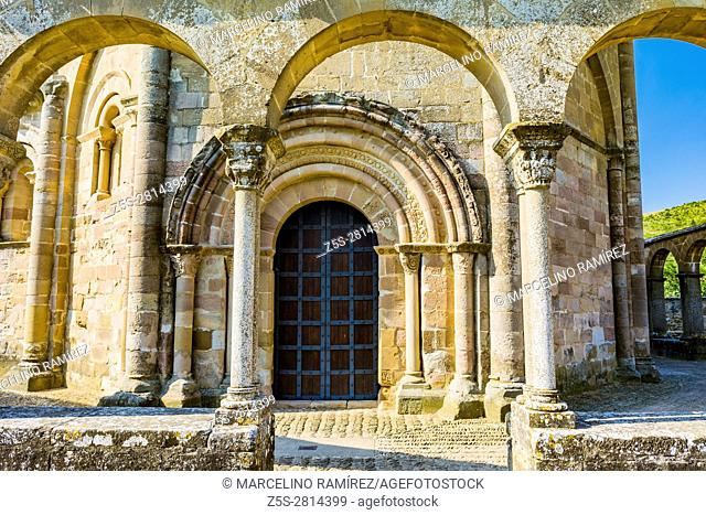 Hermitage Saint Mary of Eunate, ( 12th century ) Way of Saint James, Muruzábal, Navarre, Spain, Europe