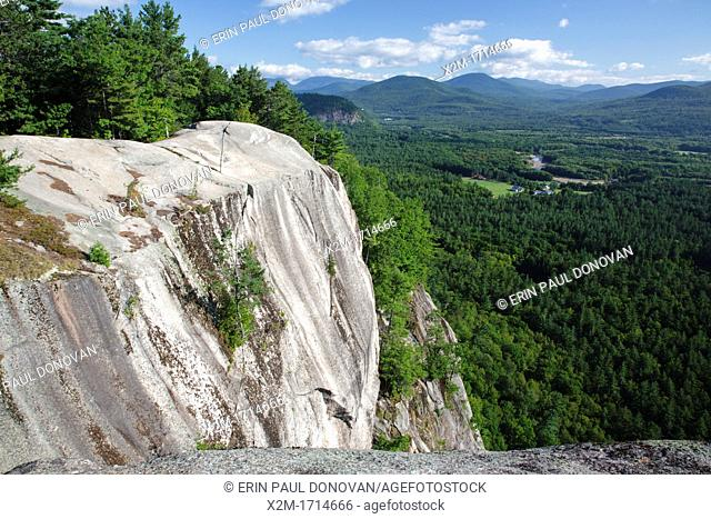 Echo Lake / Cathedral Ledge State Park - Scenic views from the summit of Cathedral Ledge in North Conway, which is in the White Mountain National Forest of New...