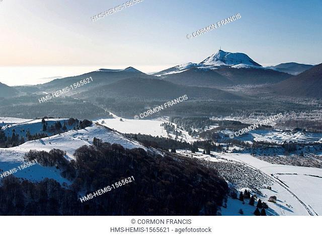 France, Puy de Dome, Regional Natural Park of the Volcanoes of Auvergne, Saint-Ours-les-Roches, Puy des Gouttes, Puy Pariou