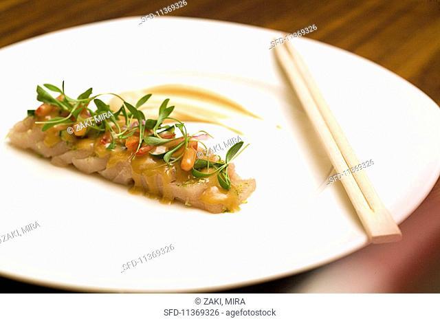 Sashimi with lime sauce