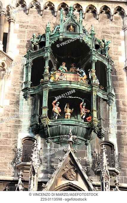 Glockenspiel: the largest music box in Germany that is activated in a free show of music and statues moving at set times