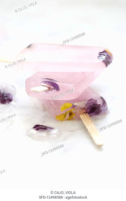 Grapefruit and violet flower ice lollies