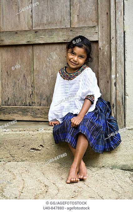 Guatemala, Rio Dulce, Mayan Girl