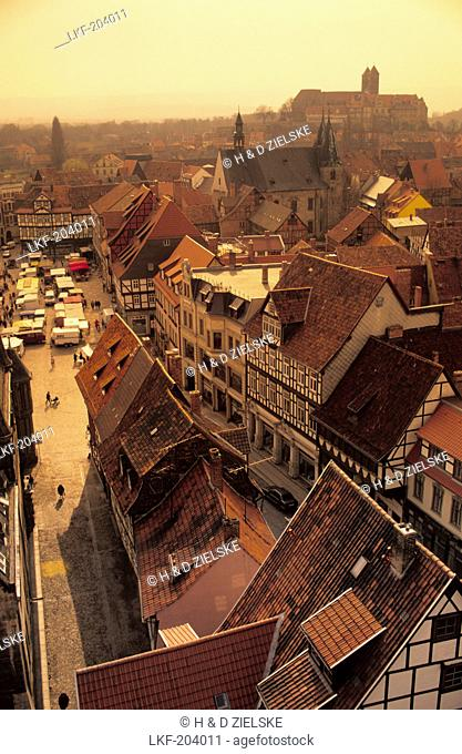 Europe, Germany, Saxony-Anhalt, Quedlinburg, historic town centre with market square, in the background castle hill and the collegiate church of St