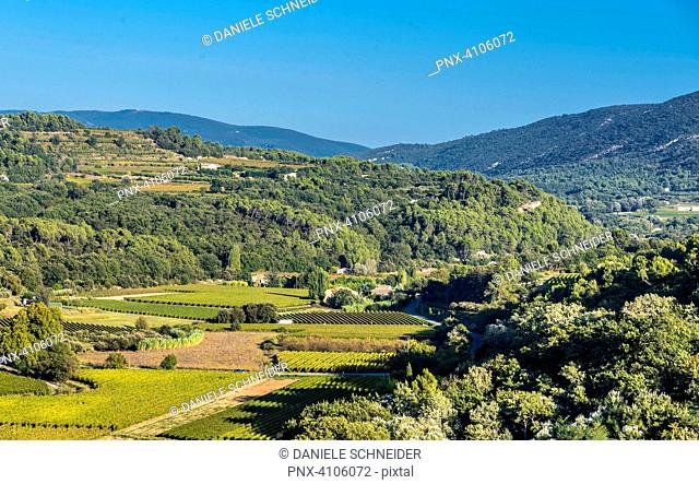 France, Luberon, Vaucluse, the Luberon mountain seen from Menerbes (Most Beautiful Village in France)