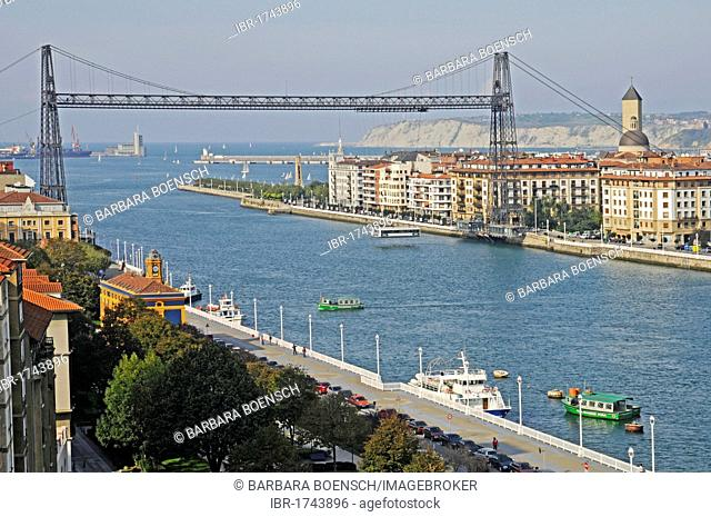 Boats, Puente de Vizcaya, Vizcaya Bridge, a transporter bridge, UNESCO World Heritage Site, Nervion River, Portugalete, Bilbao, Bizkaia province, Pais Vasco