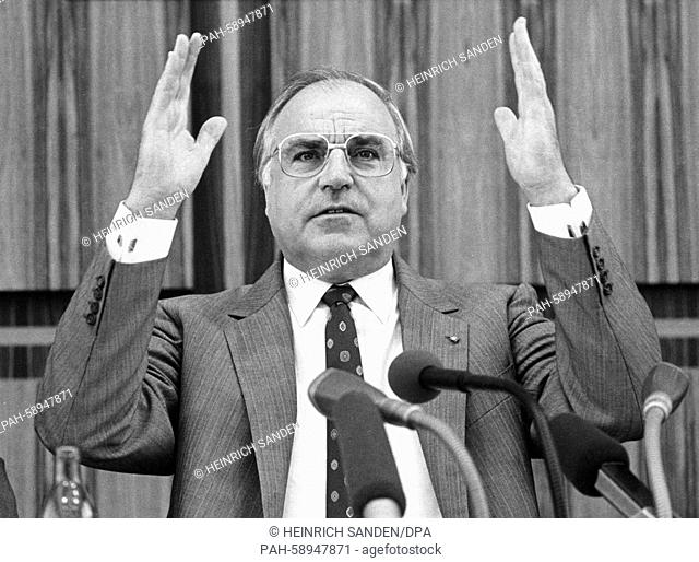 German chancellor and Chairman of the Christian Democratic Union (CDU) Helmut Kohl on 04 July 1985 at a press conference in Bonn. | usage worldwide
