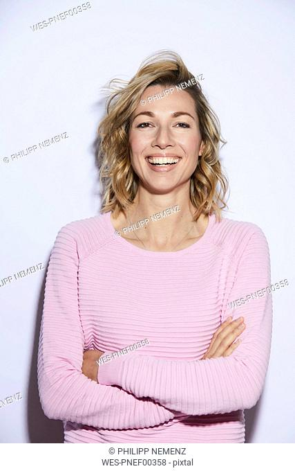 Portrait of blond woman, smiling, rosa pullover