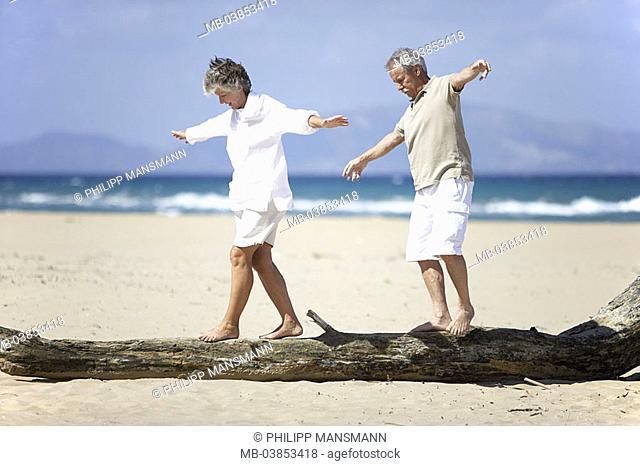 Beach, senior-pair, log, balances, cheerfully, omitted, series, people, seniors, pair, 60-70 years, barefoot, leisurewear, wood-trunk, jetsam, goes