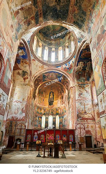 Pictures & images of the Byzantine mosaics and frescoes in the interior of the Gelati Georgian Orthodox Church of the Virgin, 1106