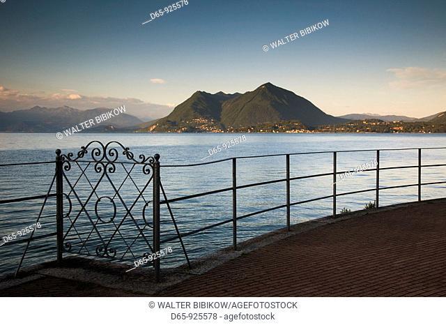 Italy, Piedmont, Lake Maggiore, Stresa, lakefront vista, dusk