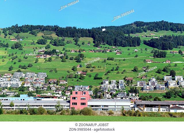 Blick auf Ennetbürgen mit dem dahinter liegenedn Bürgenstock / View of Ennetbuergen and the Buergenstock