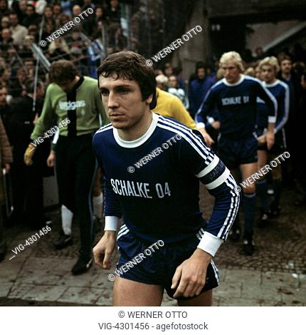 football, Bundesliga, 1976/1977, Stadium am Boekelberg, Borussia Moenchengladbach versus FC Schalke 04 2:0, running-in of the teams