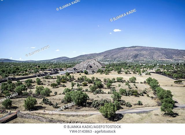 View of the Pyramid of the Moon from the Pyramid of the Sun, Teotihuacan, former pre-Columbian city and an archaeological complex northeast of Mexico City