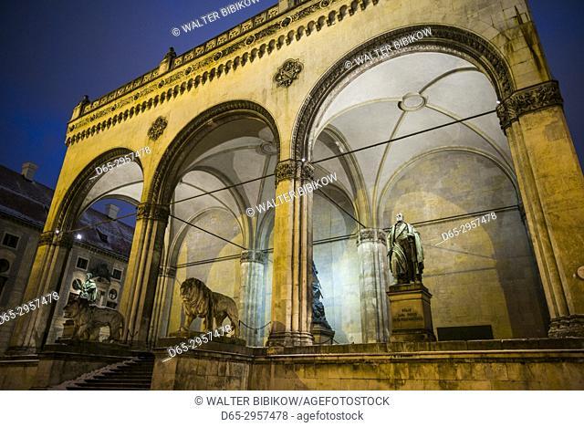 Germany, Bavaria, Munich, the Feldherrnhalle monument, evening