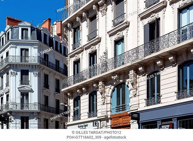 France, Région Rhône Alpes Auvergne, Rhône, Lyon, Jacobins, rue du Président Carnot, façades et commerces, Photo Gilles Targat