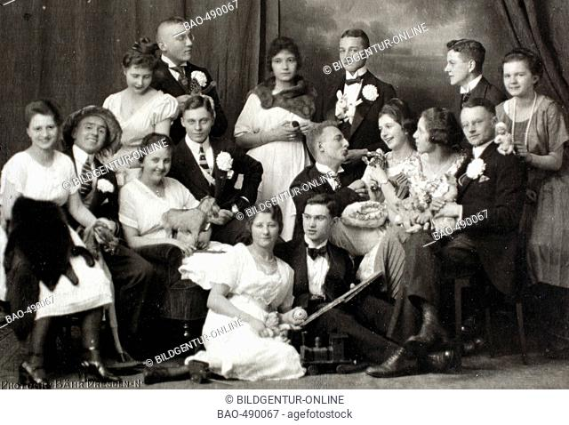 Historical photo, elegant society celebrating, 1906, Germany