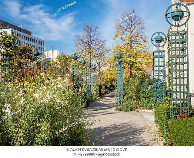 Pedestrian walk on the Viaduc des Arts, La Promenade Plantée, Paris, Ile de France, France