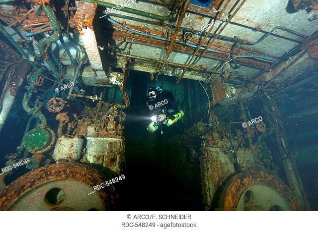 Tech-Diver in wreck, Diesel engine room, technical diving, tech diving, tech-diving, Nitrox, Trimix, Heliox, Gozo, Malta, Europe, mediterranean