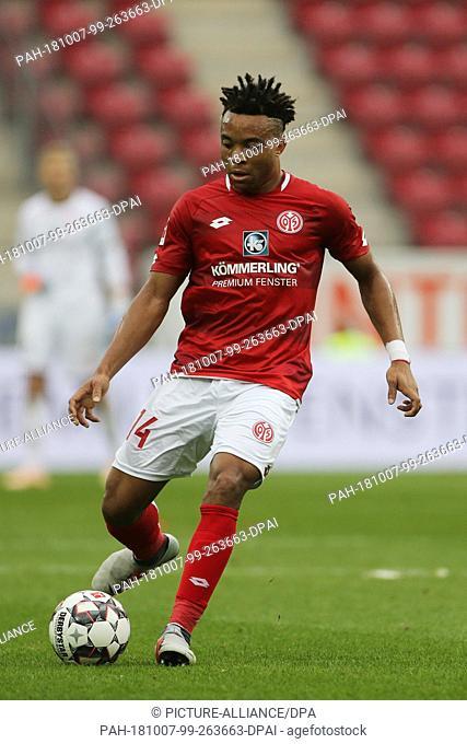 06 October 2018, Rhineland-Palatinate, Mainz: Soccer: Bundesliga, FSV Mainz 05 - Hertha BSC, 7th matchday in the Opel Arena. Pierre Malong from Mainz
