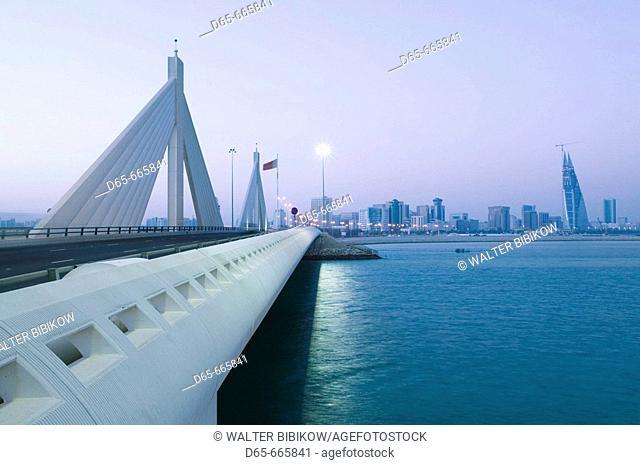 BAHRAIN-Manama: Sheikh Isa Causeway Bridge (between Manama and Muharraq Island) / Dawn