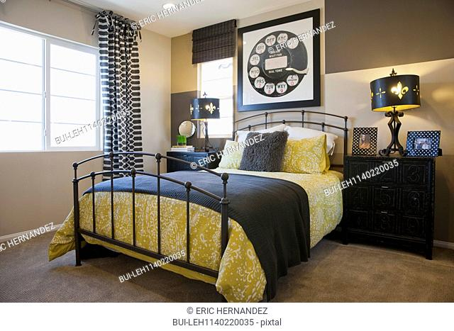 Tidy bed with large dial frame in contemporary bedroom