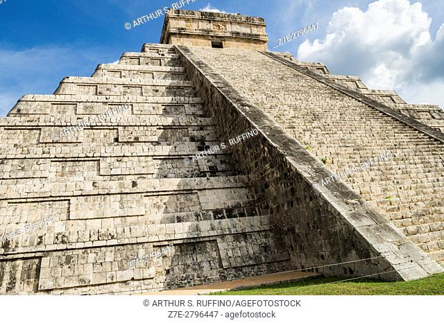 The Pyramid of Kukulkan (Kukulcan), El Castillo (The Castle), Chichen Itza, Mayan archaeological site, Yucatan State, Mexico