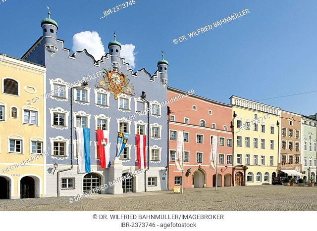 City hall, former seat of the Electoral Bavarian government, Stadtplatz square, Burghausen, Upper Bavaria, Bavaria, Germany, Europe