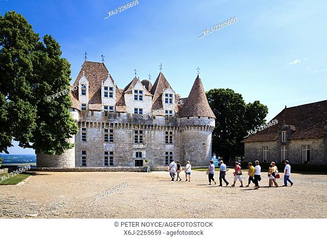 Tourists walking to the entrance of the Chateau de Monbazillac France