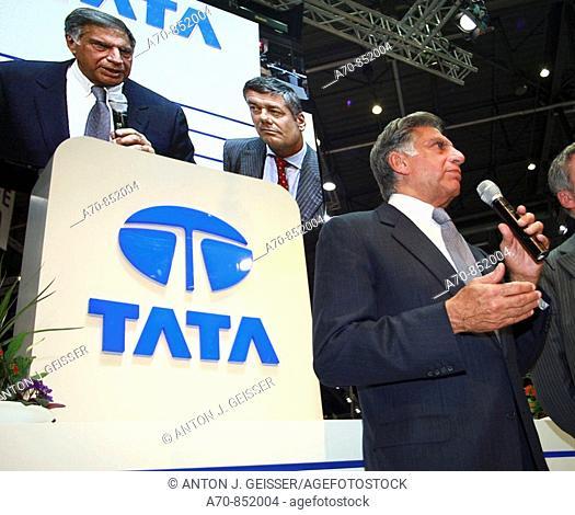 Paolo Pininfarina and Tata Motors' chairman Ratan Tata unveiling the Tata Pr1ma concept luxury saloon car. 79th Geneva Motor Show (march, 2009)