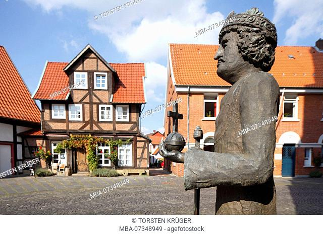 Widukind or Wittekind monument, historic half-timbered houses at church square, Nienburg an der Weser, Lower Saxony, Germany, Europe