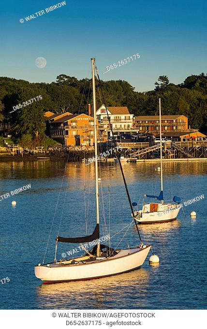 USA, Maine, Boothbay Harbor, boats, dusk