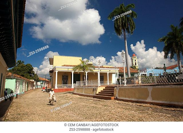 Scene from the Plaza Mayor with the colonial buildings around, Trinidad, Santi Spiritus, Cuba, West Indies, Central America