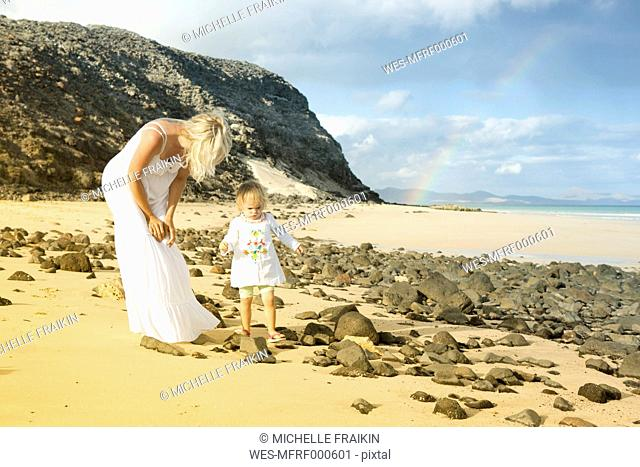 Spain, Fuerteventura, Jandia, mother and daughter on beach