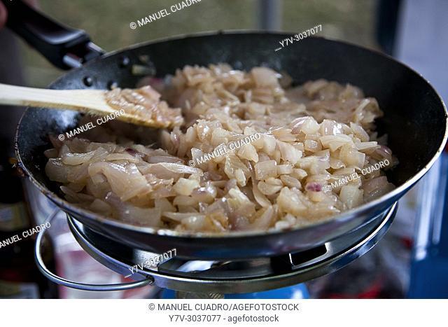 Preparation of Bacalao a la bizkaina (Biscayan style cod) for the Aste Nagusia gastronomic contest. Aste Nagusia (Semana Grande), main festival of Bilbao