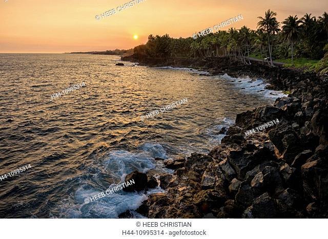 USA, Vereinigte Staaten, Amerika, Hawaii, Big Island, Puna District, coast at sunset