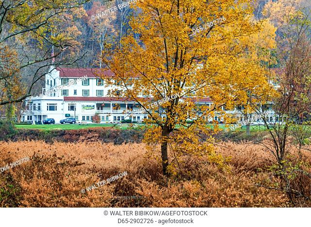 USA, New Jersey, Delaware Water Gap National Recreation Area, Shawnee Inn, historic along the banks of the Delaware River