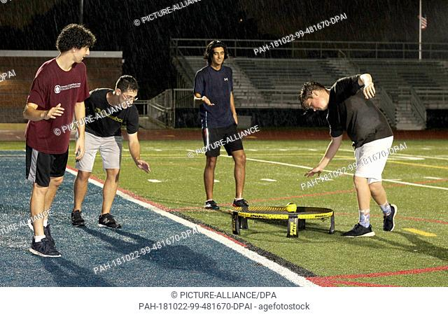 26 September 2018, US, Washington: (l-r) Ezra Dantowitz (25), Ben Dantowitz (22), professional players from New Jersey, Yiorgo Argyros (21) and Chris O'Mara...