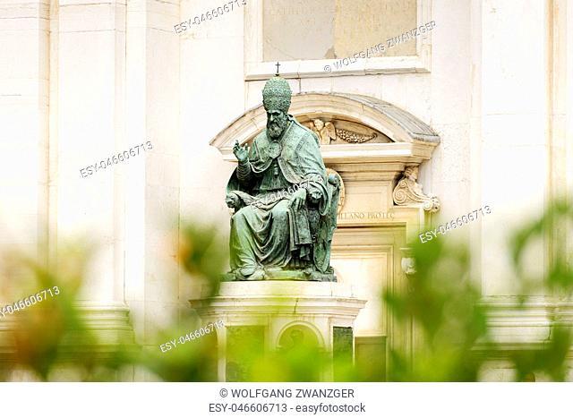 Statue Pope Sixtus V