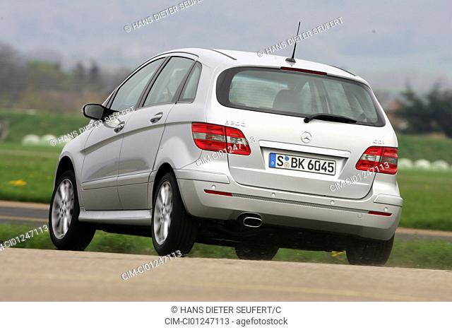 Car, Mercedes B 200 CDI, B class, model year 2005-, silver, Van, driving, diagonal from the back, rear view