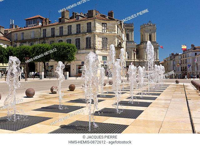 France, Gers, Auch, stop on El Camino de Santiago, water jets on Place de la Liberation with a view of St Marie Cathedral