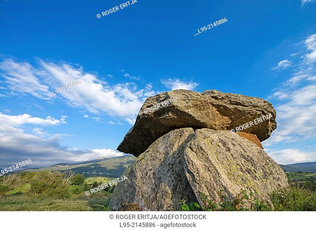 Remains of the dolmen of Pasquerets, Eine, Cerdanya, France
