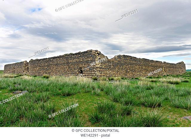 Ruins of the fortress Khar Bukh Balgas, dating back to the Kitan time period (9. -10. Jahrhundert), Dashinchilen, Bulgan Aimag, Mongolia
