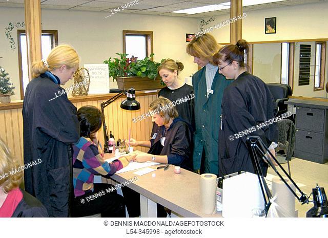 High school vocational cosmetology class
