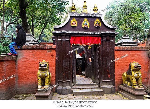 Small Temple outside Pashupatinath Temple, Kathmandu, Nepal, Asia
