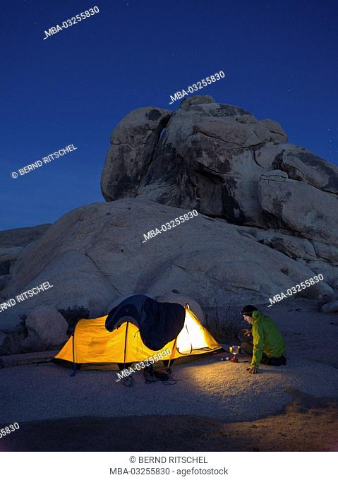Tent in the 'Belle Camp', National Park Joshua Tree, California, America