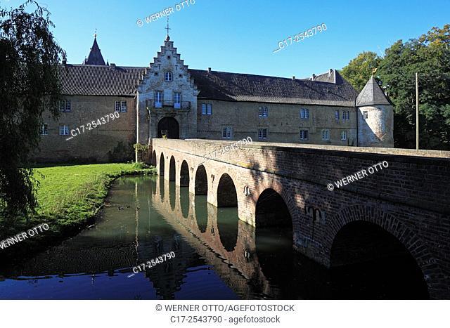 Germany, Grevenbroich, Erft, Lower Rhine, Rhineland, North Rhine-Westphalia, NRW, Grevenbroich-Huelchrath, Huelchrath castle from the Electorate of Cologne